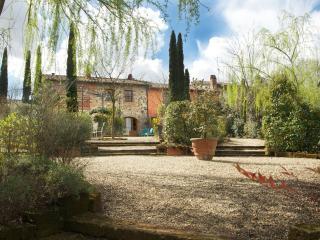 Farmhouse Accommodation in Tuscany - La Corte 3 - Orentano vacation rentals
