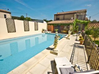 Villa Rental in Languedoc-Roussillon, near Nimes - La Maison du Gard - Languedoc-Roussillon vacation rentals