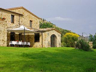 Rustic Tuscan Villa Surrounded by Olive Groves and Vineyards - Poggio dell'Arte - Castelnuovo dell'Abate vacation rentals