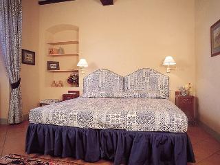 Apartment on a Chianti Wine Estate - Rosso 5 - Montefiridolfi vacation rentals