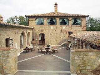 Villa in Southern Tuscany with Privacy and Views - Villa Altare - Pienza vacation rentals
