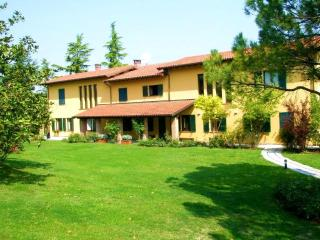 Large Family-Friendly Villa in Piemonte - Villa Cortese - Fontanile vacation rentals