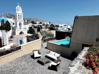 Modern Santorini Villa with Rooftop Terrace and Beautiful Views - Villa Plakoto - Megalochori vacation rentals