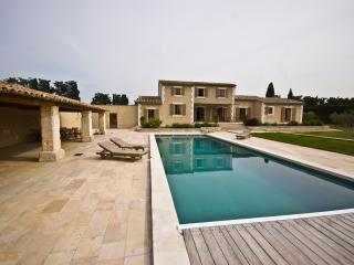 Villa for Family or Friends near Avignon with Heated Pool - Villa Veronique - Saint-Laurent-des-Arbres vacation rentals
