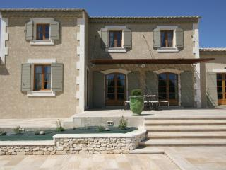 Villa for Family or Friends near Avignon with Heated Pool - Villa Veronique - Chateaurenard vacation rentals