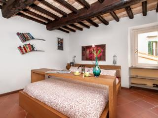 Chic Apartment in Rome near the Historic Center - Campo dei Fiori - Cristoforo - Castel Gandolfo vacation rentals