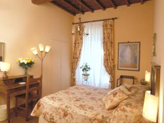 Elegant Accommodation Florence - Piazza Santa Croce - Alberti - Grassina Ponte a Ema vacation rentals
