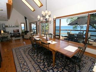 Bright Cottage with Deck and Dishwasher - Meaford vacation rentals