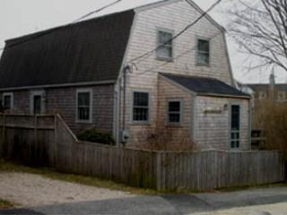 Charming 3 Bedroom & 2 Bathroom House in Nantucket (3826) - Image 1 - Nantucket - rentals