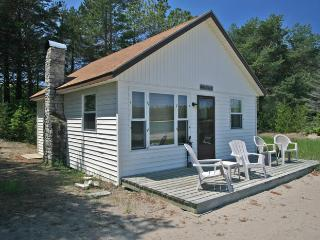 Perfect 2 bedroom Tobermory Cottage with Deck - Tobermory vacation rentals