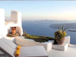 300 meters above the sea on the cliffs edge in peaceful Imerovigli. VMS ILO - Imerovigli vacation rentals
