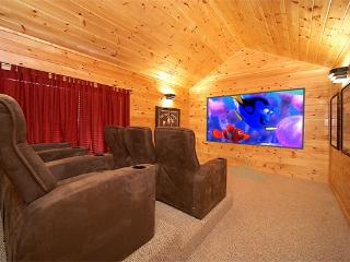 5 bedroom Luxury Cabin with Home Theater Room, Pool Table and Air Hockey - Gatlinburg vacation rentals