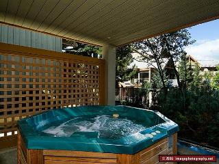 33 Glaciers Reach this 2br home has a hot tub & pool in Whistler Village - Whistler vacation rentals