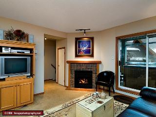 61 Glaciers Reach this 2br home has a hot tub & pool in Whistler Village - Whistler vacation rentals