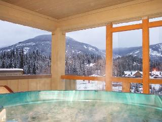 65 Glaciers Reach this 1br home has a hot tub & pool in Whistler Village - Whistler vacation rentals