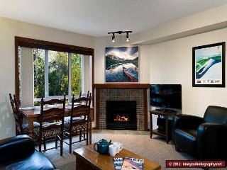 76 Glaciers Reach this 2br home has a hot tub & pool in Whistler Village - Whistler vacation rentals