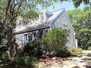 1380 - NATURALLY LIGHTED CAPE LOCATED ON A QUITE CUL-DE-SAC - Martha's Vineyard vacation rentals
