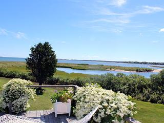 567 - ADORABLE, ROMANTIC CONVERTED BOATHOUSE THAT LENDS ITSELF TO CASUAL RELAXATION - Martha's Vineyard vacation rentals