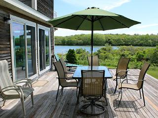 602 - WONDERFUL, ATTRACTIVELY DECORATED WATERFRONT HOUSE LOCATED ON EDGARTOWN GREAT POND - Edgartown vacation rentals