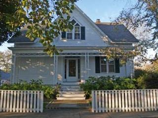 719 - HISTORIC DISTRICT HOME JUST A SHORT STROLL TO TOWN & 2 BEAUTIFUL BEACHES! - Chappaquiddick vacation rentals