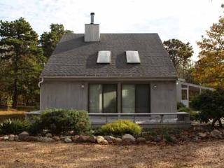 726 - LOVELY KATAMA HOME WITH SCREENED PORCH PERFECT FOR RELAXING AND DINING - Edgartown vacation rentals