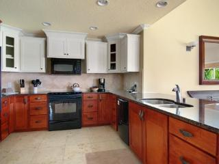 Regency Villas 220 - Luxurious greenbelt property with air conditioning in popular Poipu - 4 bed / 3 bath - Poipu vacation rentals