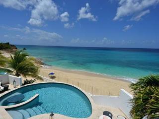 Beachfront, poolside hideaway. C MUM - Cupecoy vacation rentals