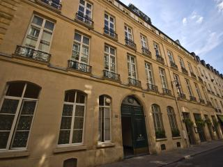Elegant and Quiet Paris Apartment on the Left Bank - Rue de Verneuil - Paris vacation rentals