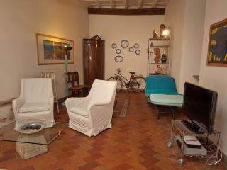 CR159 - Pantheon, Via del Pie' di Marmo - Fregene vacation rentals