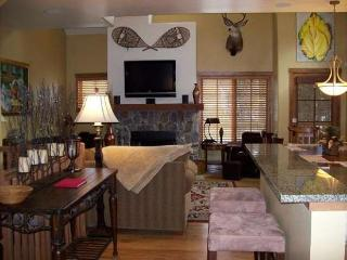 Goldenbar 31 Two Bedroom, Three Bath Townhome. Upscale Furnishings. Sleeps 6. - Cascade vacation rentals
