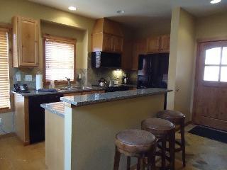 Goldenbench 14 Two Bedroom, Three Bath Townhome. Sleeps 6. Pet friendly. WIFI. - Southwestern Idaho vacation rentals