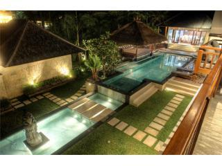 Pool and gardens at night. - Villa Prasada Canggu Bali - Luxury for 11 guests - Canggu - rentals