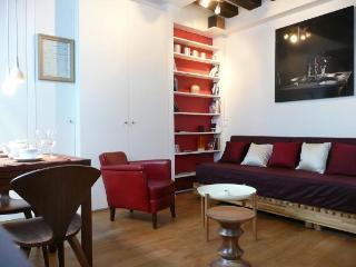 Charming studio in central Paris - Paris vacation rentals