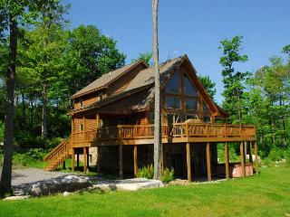 Marvelous 5 Bedroom Log Chalet w/ Hot Tub in private community! - McHenry vacation rentals