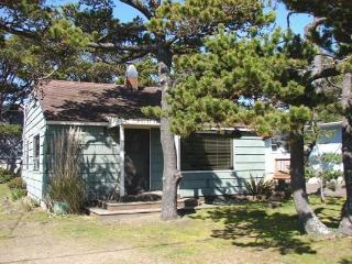 MERMAID~MCA# 145~Enjoy the great location close to town, beach and the park! - Manzanita vacation rentals