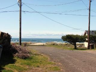 SAND & SURF ~Quaint beach house just steps to the beach!! - Rockaway Beach vacation rentals
