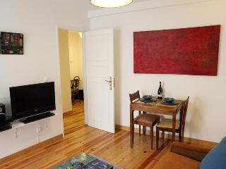Alfama House: AIRPORT PICK-UP & Best quality/price - Lisbon vacation rentals