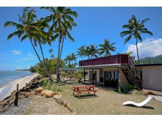 Beachside of main house - Raro Beach Bach - 12 people - $600 Whole property - Vaimaanga - rentals