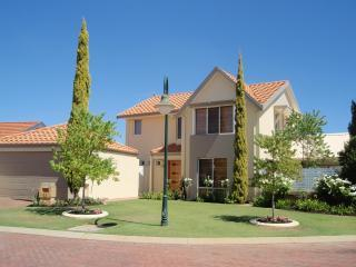 Tea Tree Manor - (Air-conditioned, Free Wifi, Fox) - Perth vacation rentals
