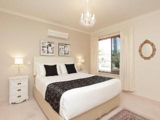 Tea Tree Manor - (Air-conditioned, Free Wifi, Fox) - Perth vacation rentals