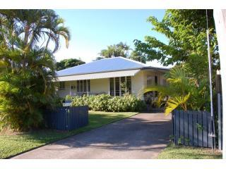 Wilks Holiday House - Large Family House & Garden, close to City Centre - Cairns - rentals