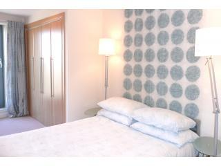 The Arc Apartment, sleeps 2, free wifi and parking - Edinburgh vacation rentals