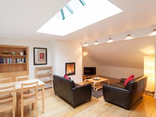 Thistle St Lane, 250 metres to Princes St, with parking - Edinburgh vacation rentals