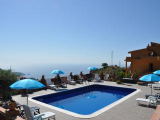 Perfect Villa in Taormina with Garden, sleeps 6 - Taormina vacation rentals