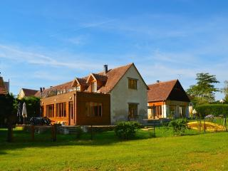 Pamoja Liptrap, beautiful renovated farm by a lake for 16 pers - Loire Valley vacation rentals