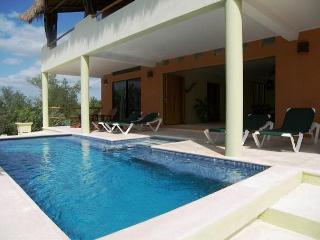 Villa Luminosa, invites you to enjoy sunrises and sunsets on a full privacy . - Akumal vacation rentals