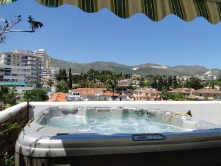 Isla. Penthouse, jacuzzi,wifi,BBQ, big terrace. - Benalmadena vacation rentals