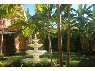 Entry courtyard with fountain featuring a lush tropical landscape. - Beach Road Villas - Sanibel Island - rentals