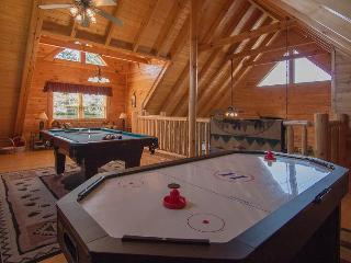 Awesome Views 2 Pools, Wifi,Mini-Golf ,Hot Tub, Pool Table, Air Hockey, PS2, - Pigeon Forge vacation rentals