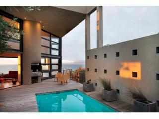 Pool and deck at sundown - Villa The Cherry - De Kelders - rentals